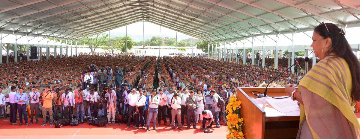 मुख्यमंत्री राजे ने दी – चुनाव से पूर्व पुलिसकर्मियों को बड़ीसौगात
