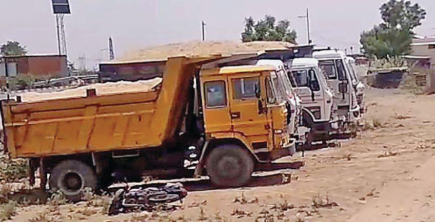 परिवहन मंत्री के निर्देश पर बजरी ट्रकों के खिलाफ बड़ी कार्यवाही – कोटा में सीज किए 35ट्रक