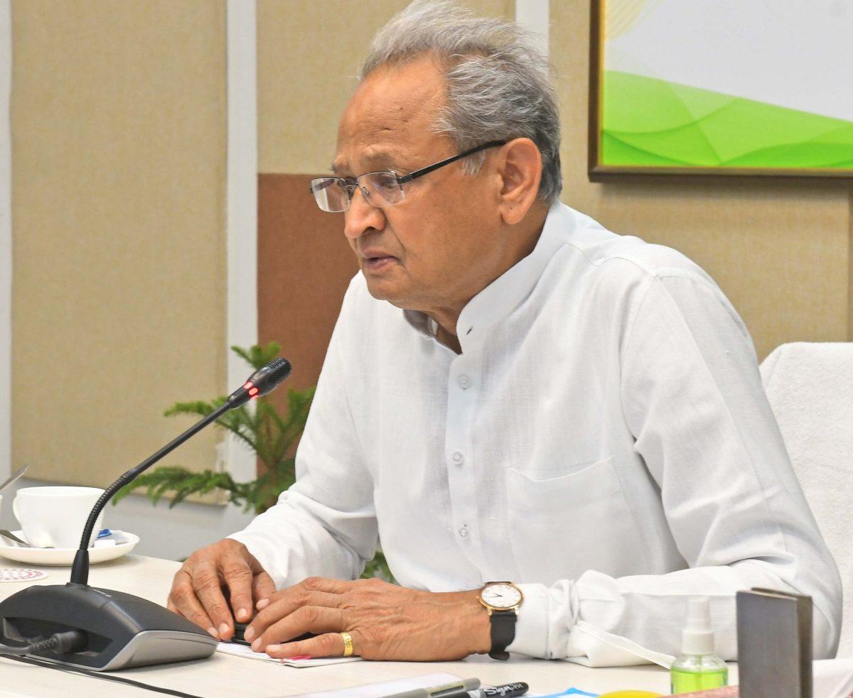 कोविड 19 को लेकर मुख्यमंत्री अशोक गहलोत सतर्क – समीक्षा बैठक में दियें यह निर्देश , कर्फ्यूबढ़ा